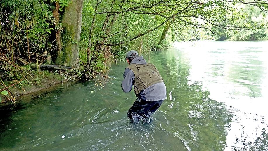David en stage de pêche à la truite à la mouche / pêche à vue