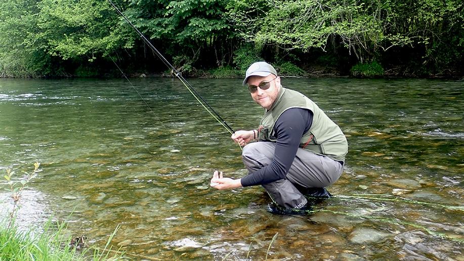 Romain en action lors de son stage de pêche à la mouche